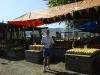 14-usa-lorenz-vor-bauernmarkt